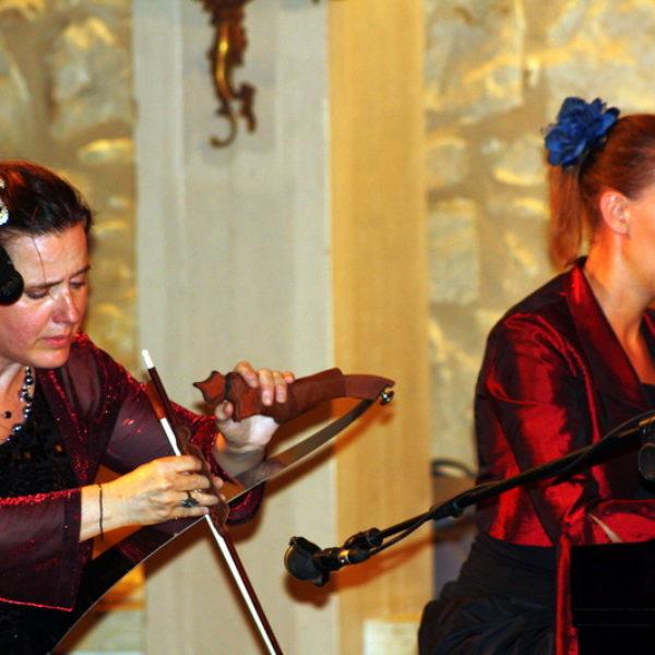 Annette Scholten met Zingende Zaag